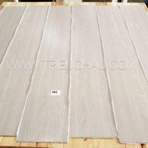 Sàn nhựa vân gỗ có keo sẵn 2mm mã 002