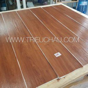 Sàn nhựa vân gỗ có keo sẵn 2mm mã 011
