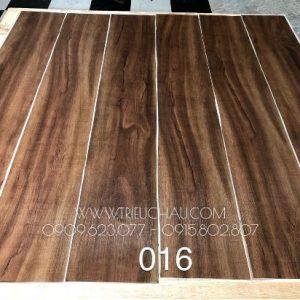 Sàn nhựa vân gỗ có keo sẵn 2mm mã 016