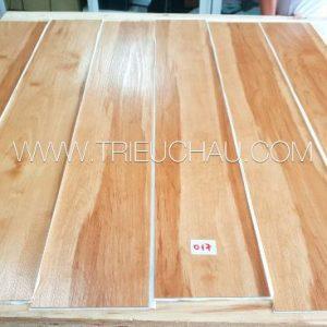 Sàn nhựa vân gỗ có keo sẵn 2mm mã 017